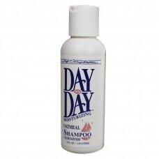 Chris Christensen Day To Day Moistirizing Shampoo - drėkinamasis avižų šampūnas jautriai odai, su vitaminu E